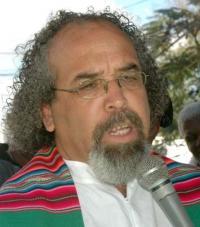 Apoyamos Al Padre Rogelio Cruz
